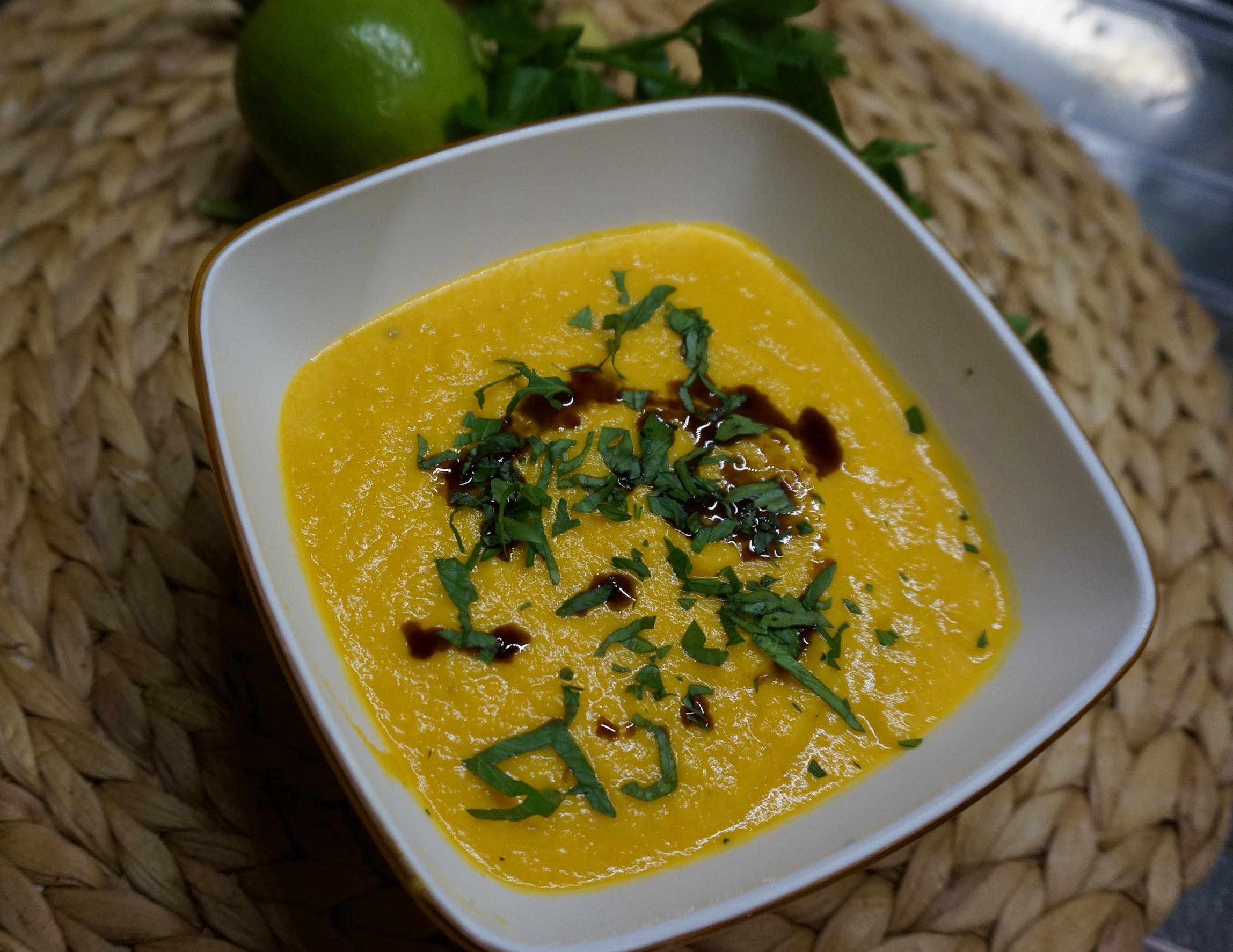 Karibische Möhren-Kokos-Süßkartoffel-Suppe